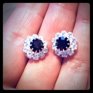 Sparkling Stud Earrings Black and White